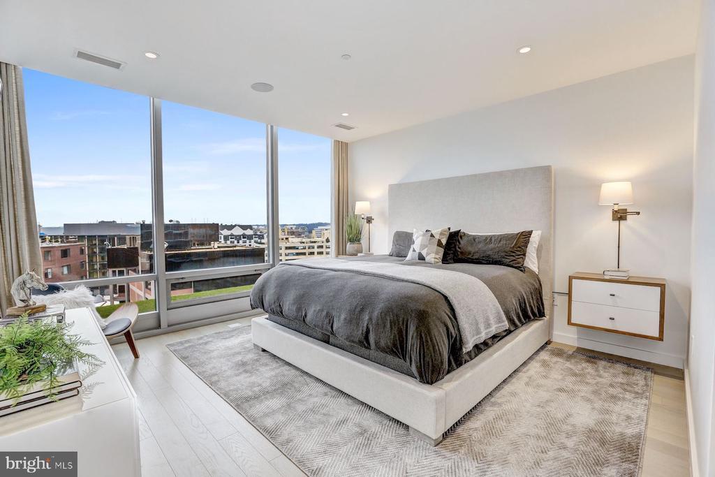 Generous Master Bedroom - 1111 24TH NW #PH105, WASHINGTON