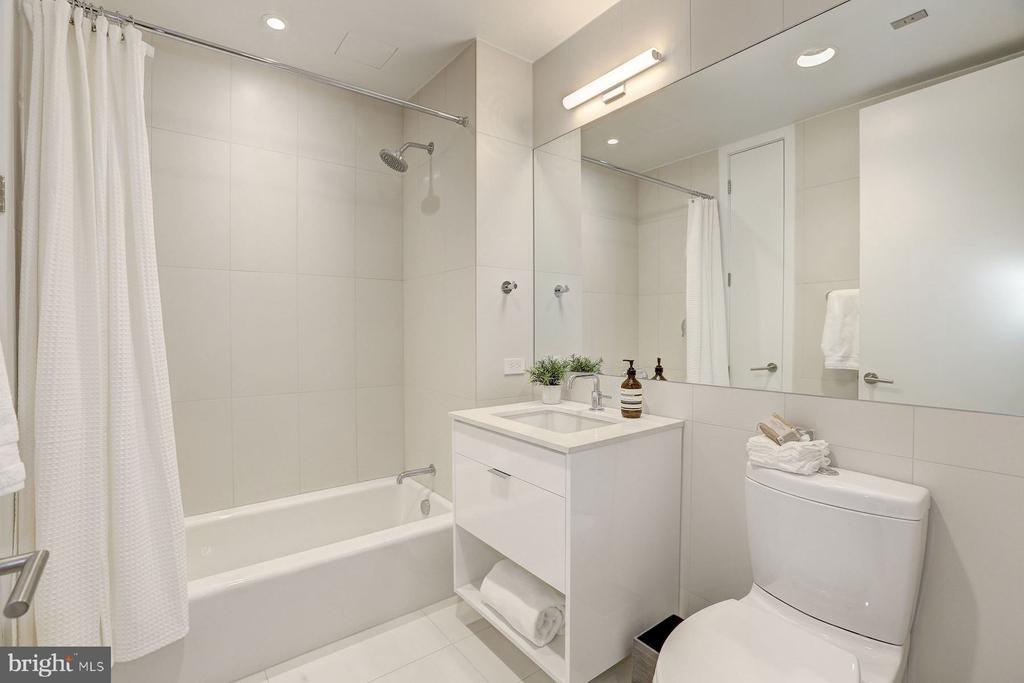 Guest Bathroom - 1111 24TH NW #PH105, WASHINGTON