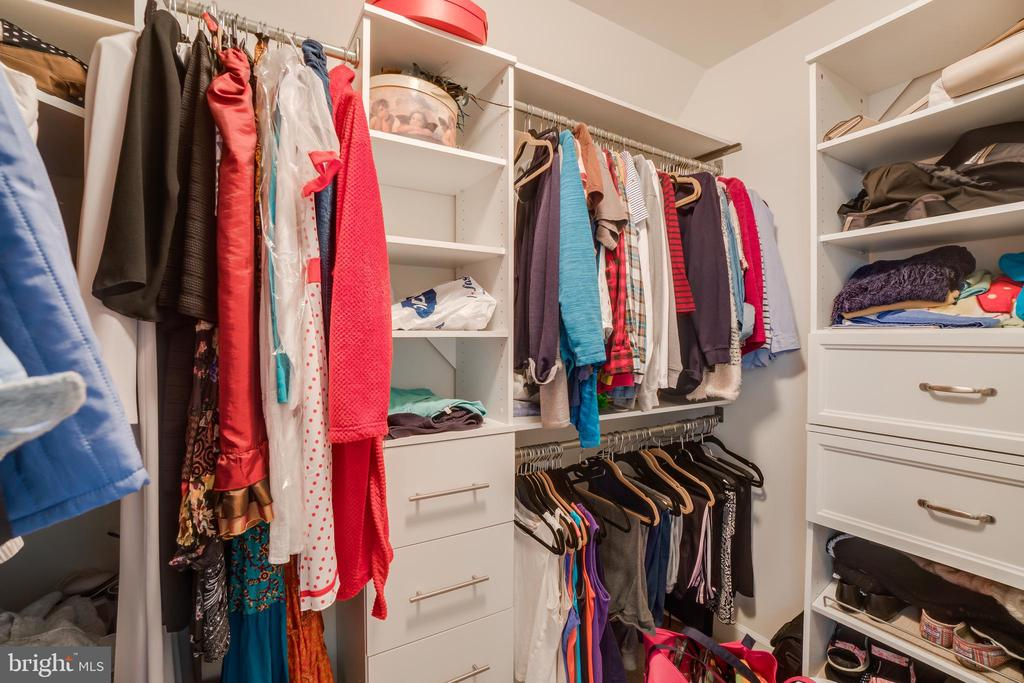 Master closet (hers) - 12 DINAS WAY, STAFFORD