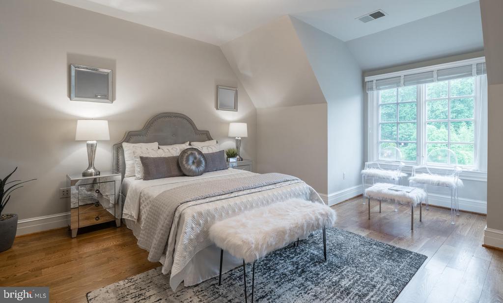 Guest Bedroom - 8104 SPRING HILL FARM DR, MCLEAN