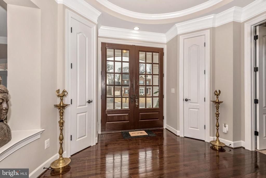 Double doors foyer into Rotunda! 10' ceilings! - 42617 NICKELINE PL, CHANTILLY