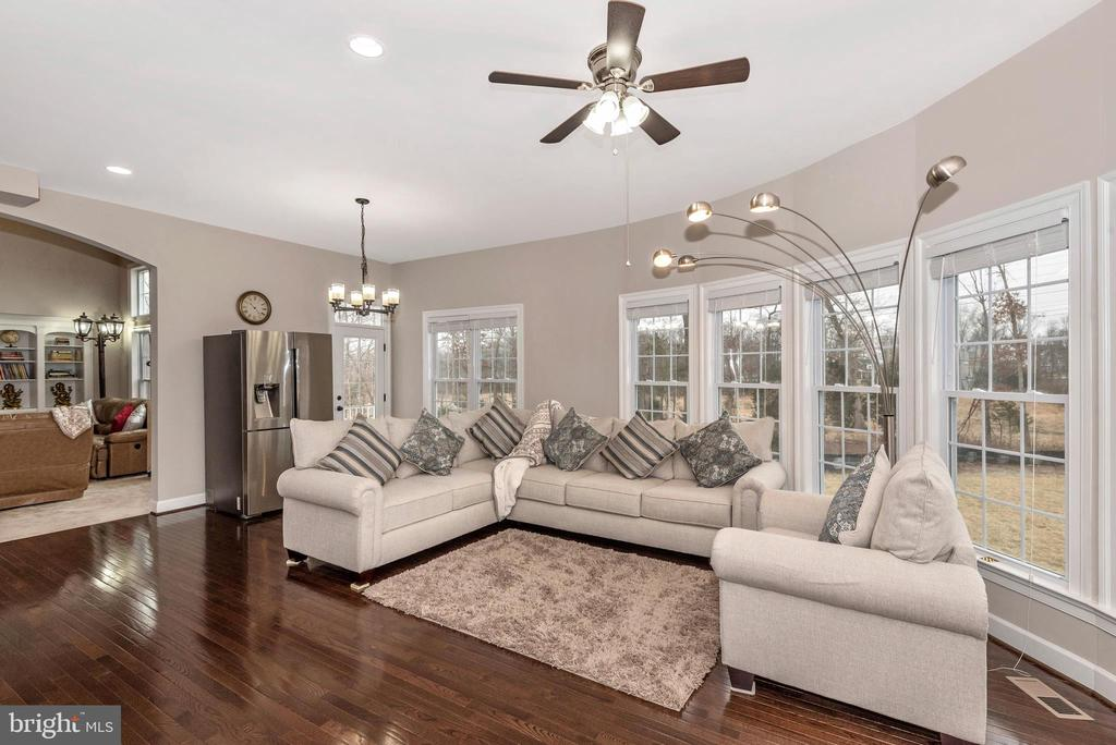 Have coffee in Morning room adjoining Kitchen! - 42617 NICKELINE PL, CHANTILLY