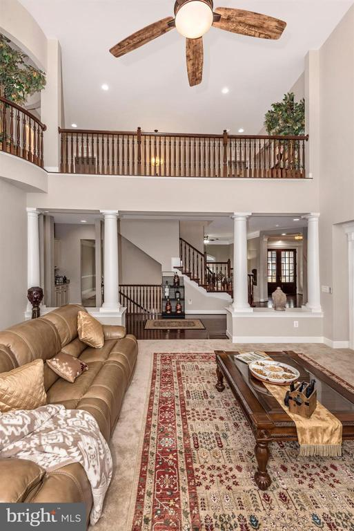 The bridge connects the Left wing to Right! - 42617 NICKELINE PL, CHANTILLY