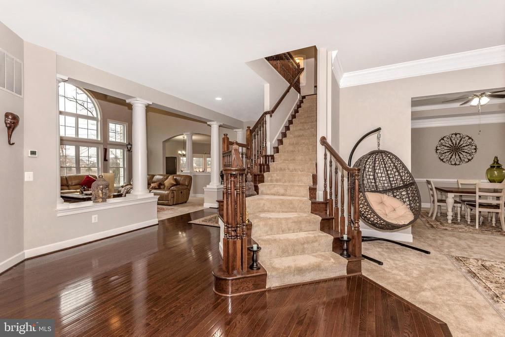 Oak wood staircase with Runner! Hardwood! - 42617 NICKELINE PL, CHANTILLY