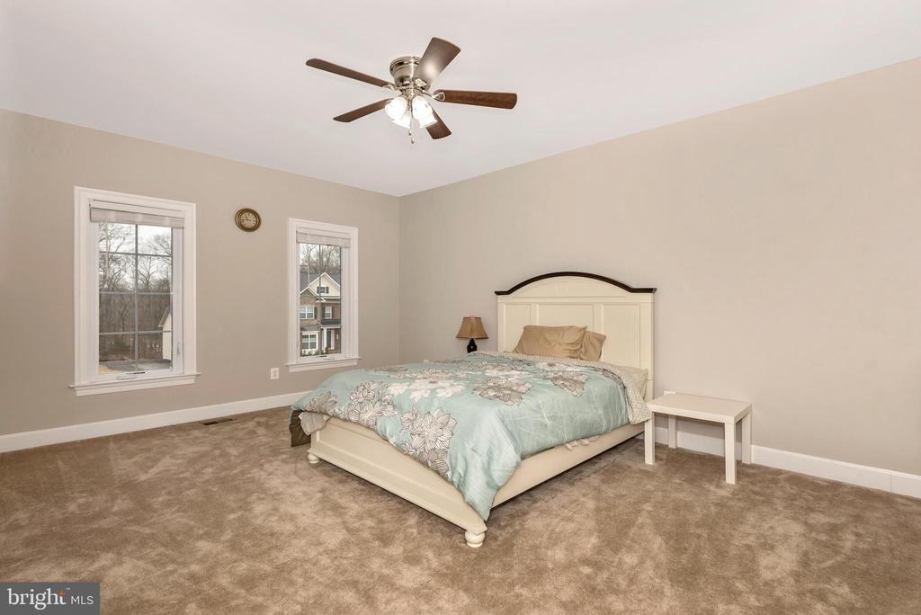 Bedroom overlooks the front yard! - 42617 NICKELINE PL, CHANTILLY