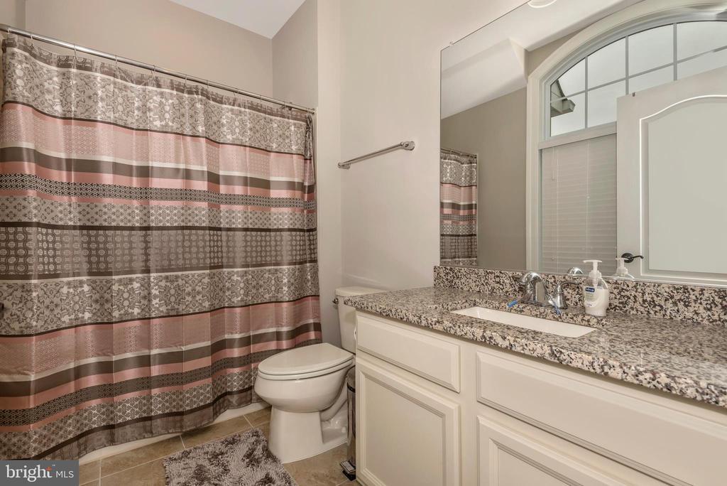 3rd Bathroom with tub! - 42617 NICKELINE PL, CHANTILLY