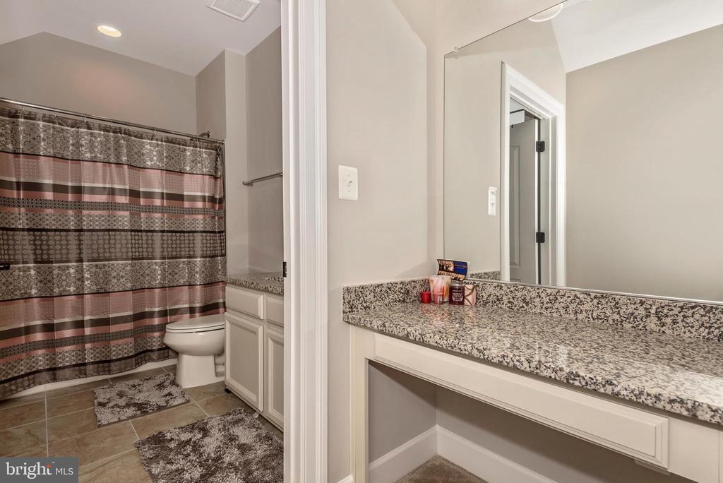 Private Dressing room~inside 3rd Bedroom! - 42617 NICKELINE PL, CHANTILLY