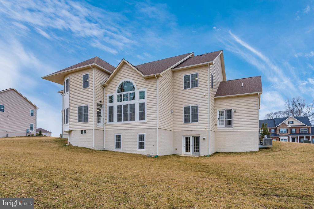 Rear look with Walkout.. space for multiple decks! - 42617 NICKELINE PL, CHANTILLY