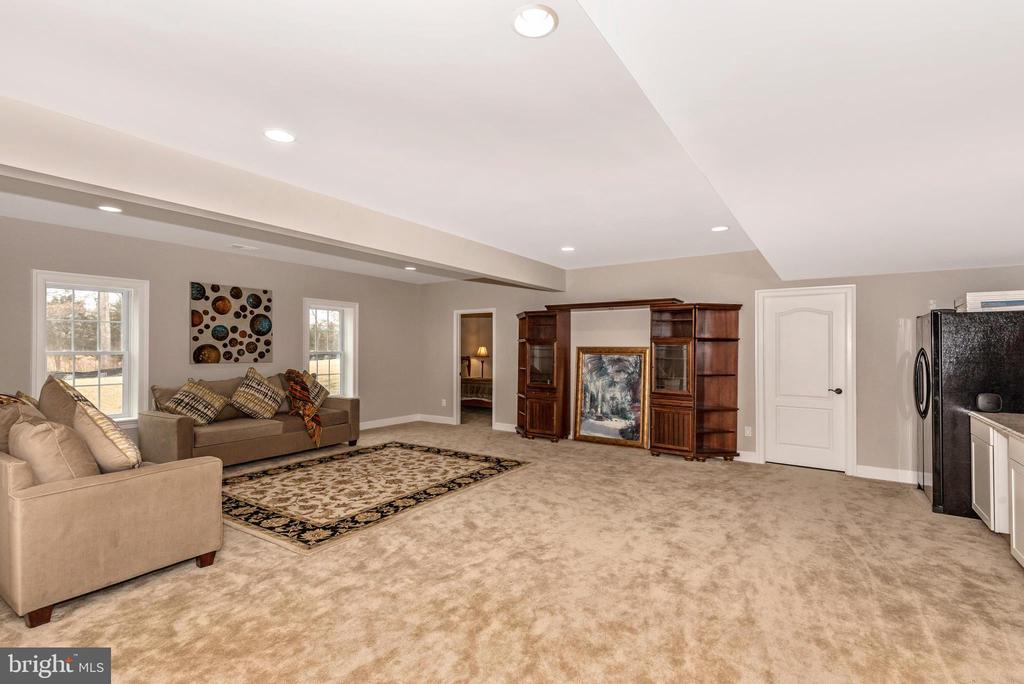 Recreation room/Game room with kitchenette! - 42617 NICKELINE PL, CHANTILLY
