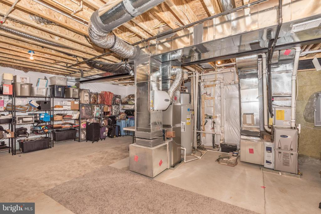 Two zone heating, humidifier, and water heaters! - 42617 NICKELINE PL, CHANTILLY