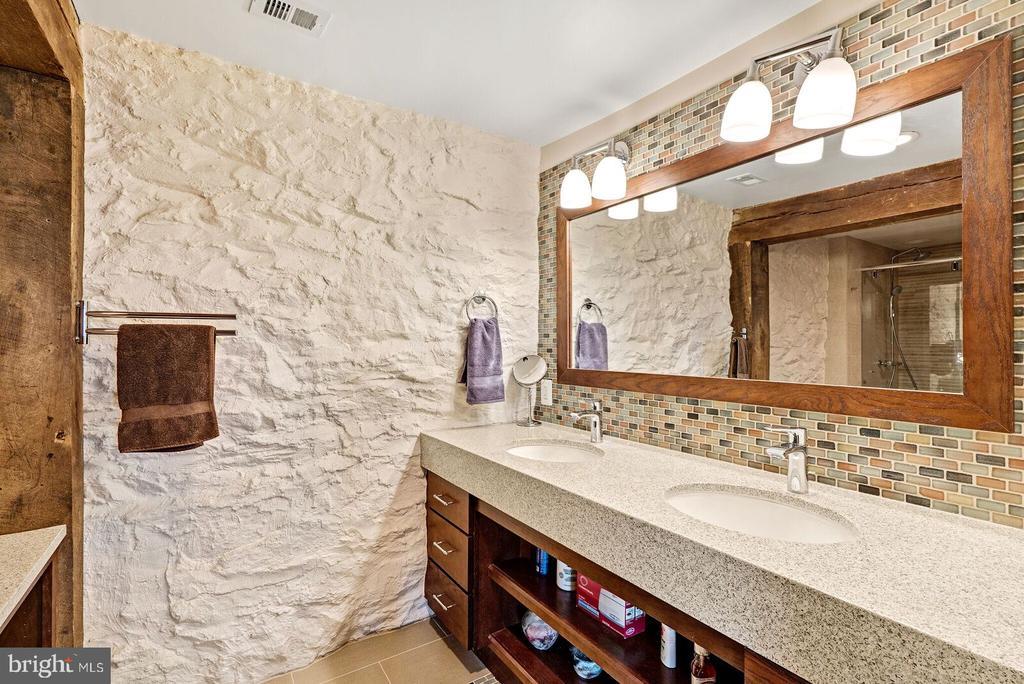 Master bath en suite - 37354 JOHN MOSBY HWY, MIDDLEBURG