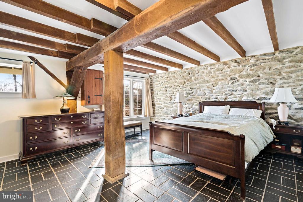 master bedroom lower level~ en suite - 37354 JOHN MOSBY HWY, MIDDLEBURG