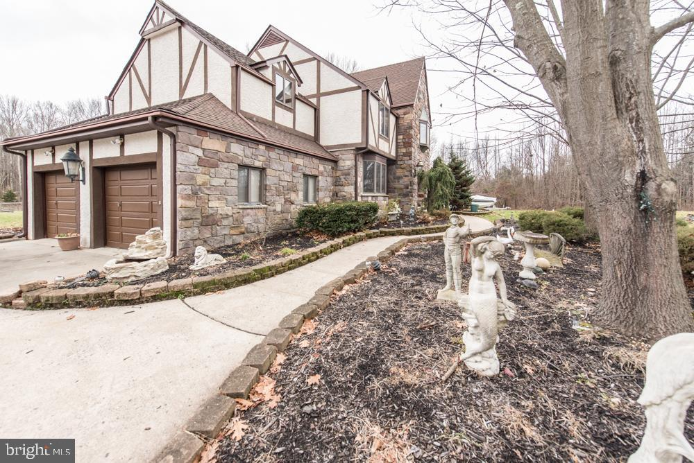Additional photo for property listing at  Cranbury, New Jersey 08512 United States