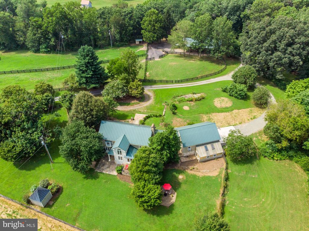 View of back yard, shed and fenced area for dogs - 37354 JOHN MOSBY HWY, MIDDLEBURG