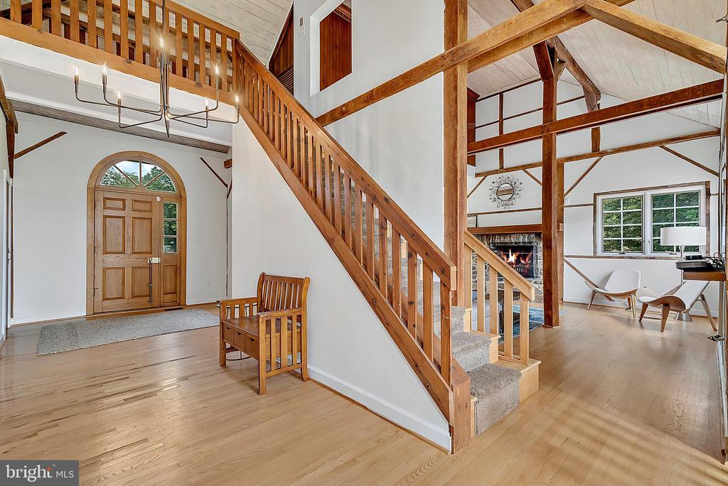 foyer w/ entry closets - 37354 JOHN MOSBY HWY, MIDDLEBURG