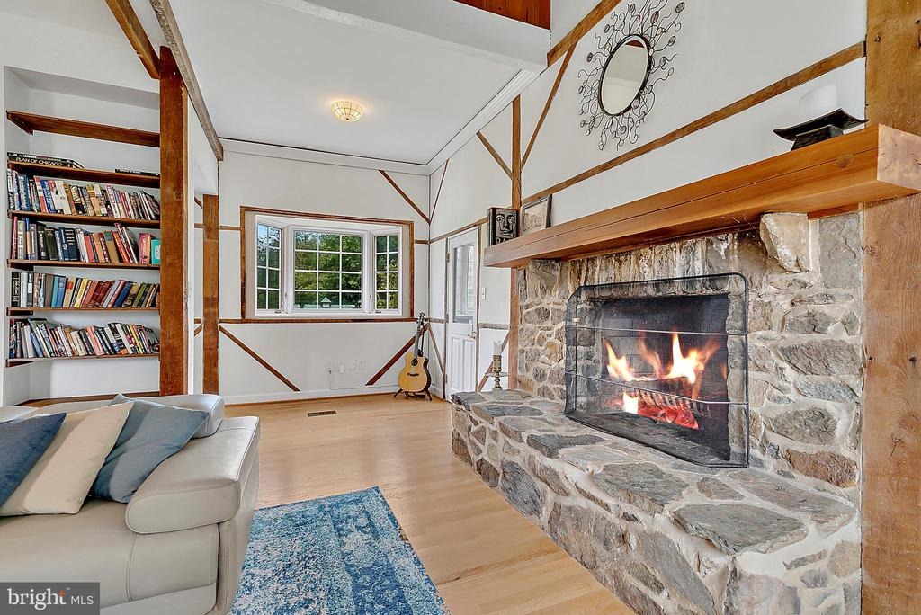 living room with stone fireplace , built ins nook - 37354 JOHN MOSBY HWY, MIDDLEBURG