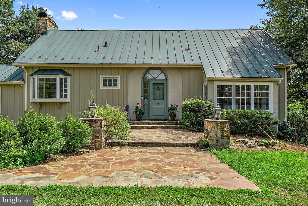 Front entry off circular drive~ - 37354 JOHN MOSBY HWY, MIDDLEBURG