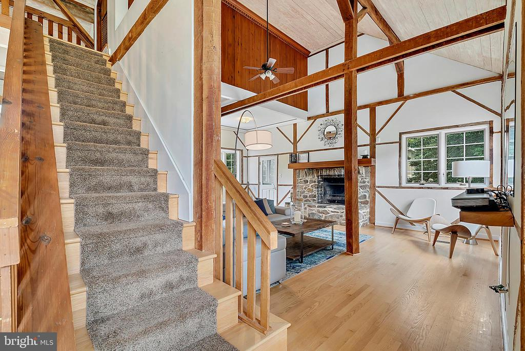 view of stairs to loft vaulted ceilings - 37354 JOHN MOSBY HWY, MIDDLEBURG