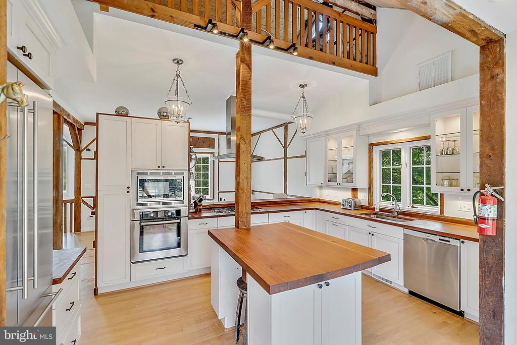 view from kitchen into dining - 37354 JOHN MOSBY HWY, MIDDLEBURG