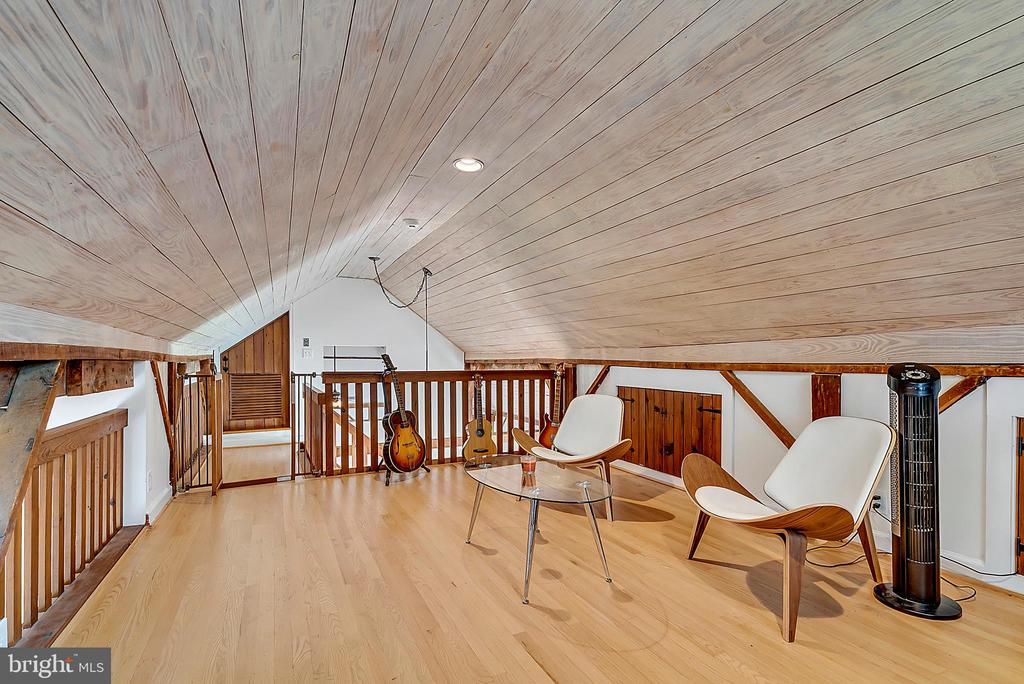 loft office or bedroom - 37354 JOHN MOSBY HWY, MIDDLEBURG