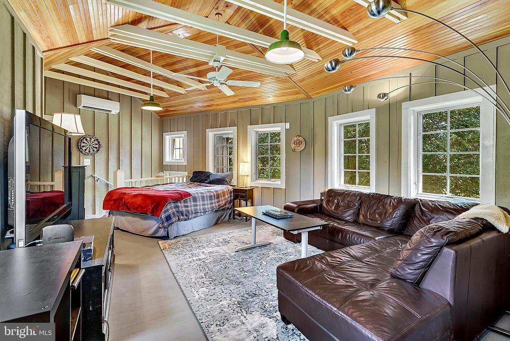 rec room, bedroom or ? you decide - off garage. - 37354 JOHN MOSBY HWY, MIDDLEBURG