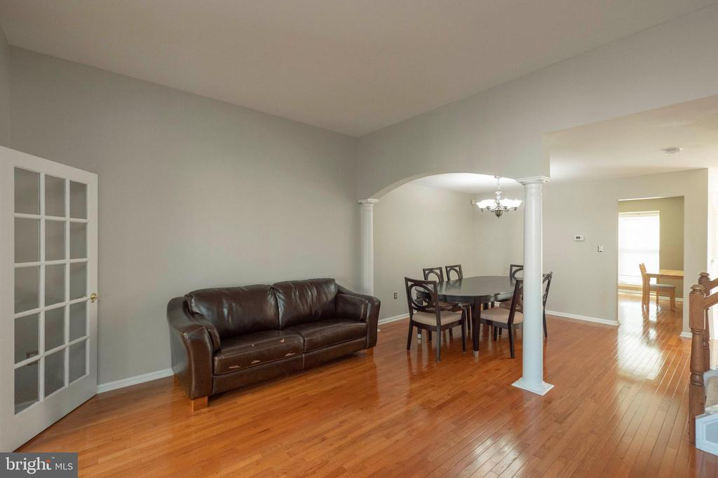 Living room into dining room - 46675 ASHMERE SQ, STERLING