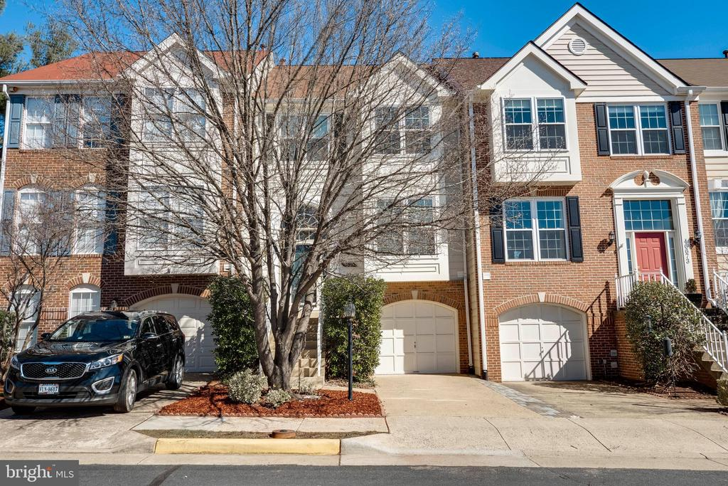 46675 is the middle townhouse. - 46675 ASHMERE SQ, STERLING