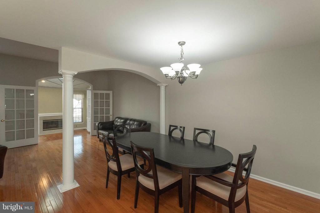 Dining room with arches - 46675 ASHMERE SQ, STERLING