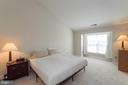 Master bedroom with vaulted ceiling and bump out - 46675 ASHMERE SQ, STERLING