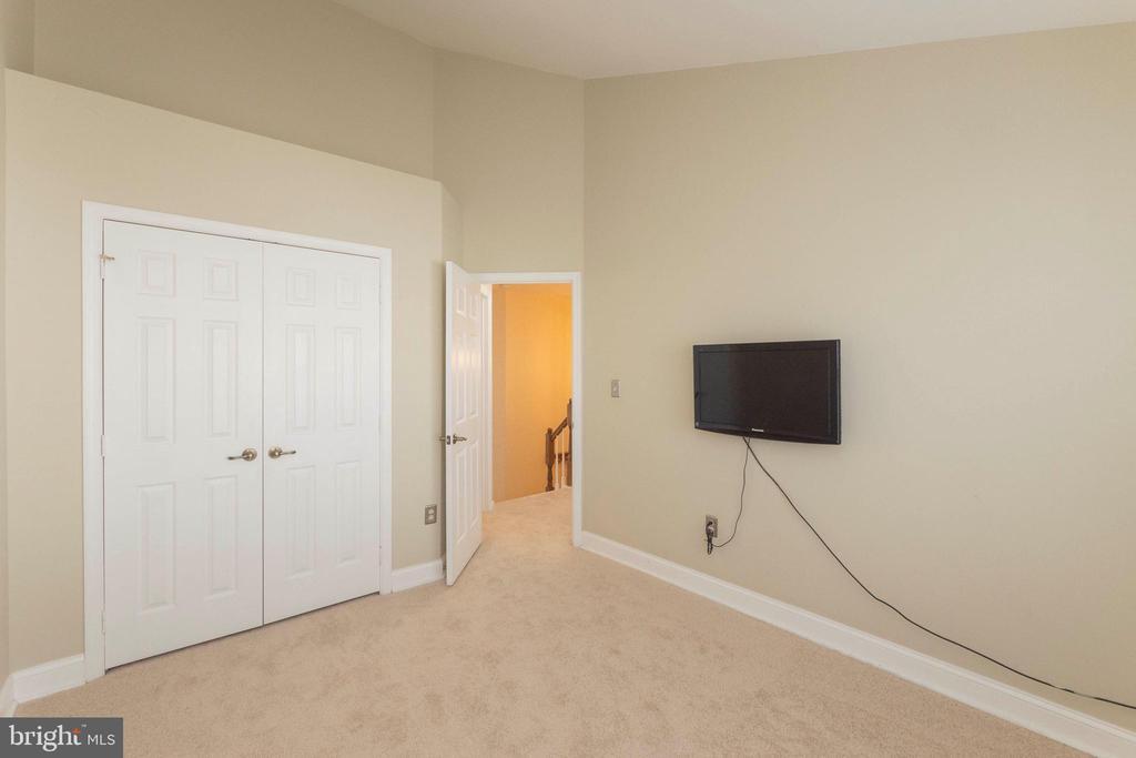 TV in Bedroom 3 conveys - 46675 ASHMERE SQ, STERLING