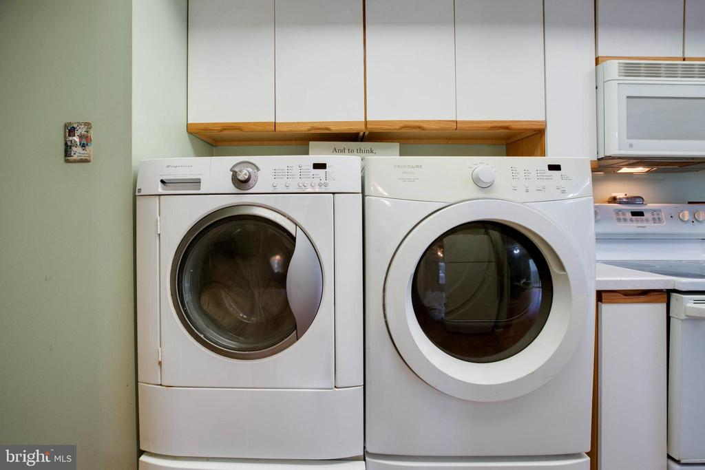 Front loading washer and dryer convey! - 3806 PORT HOPE PT, TRIANGLE