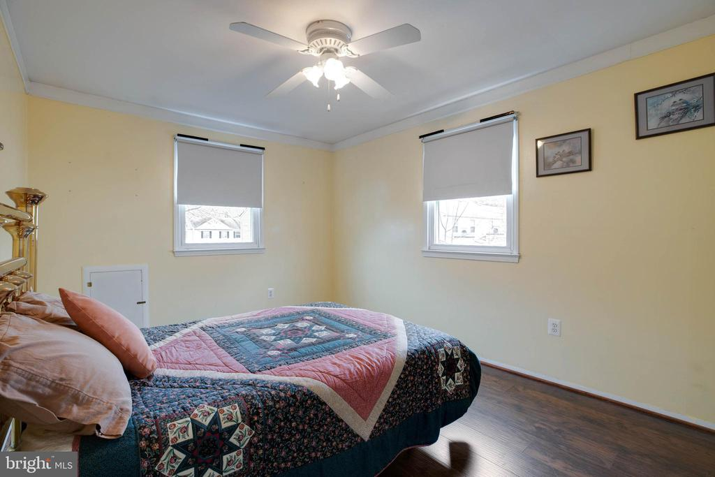 Large second bedroom with multiple windows - 3806 PORT HOPE PT, TRIANGLE