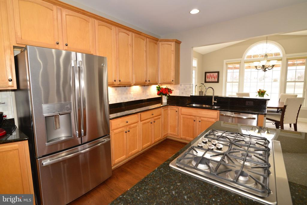 Maple Cabinets - 16333 LIMESTONE CT, LEESBURG
