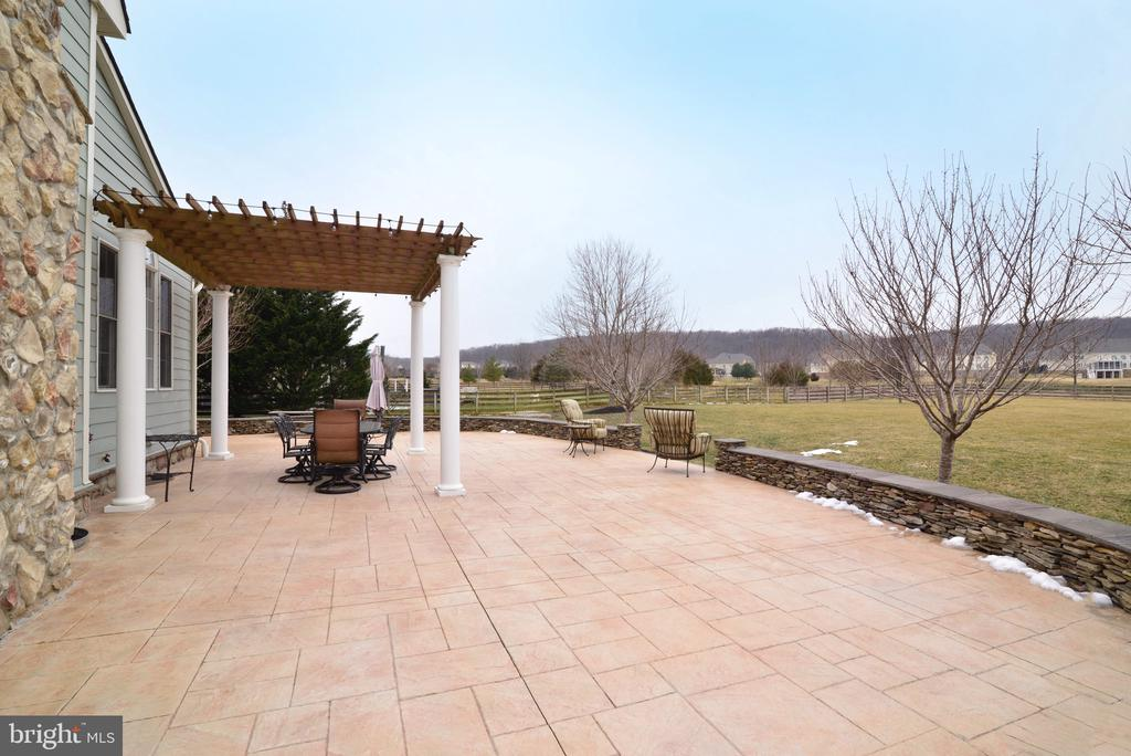 Outdoor space - 16333 LIMESTONE CT, LEESBURG