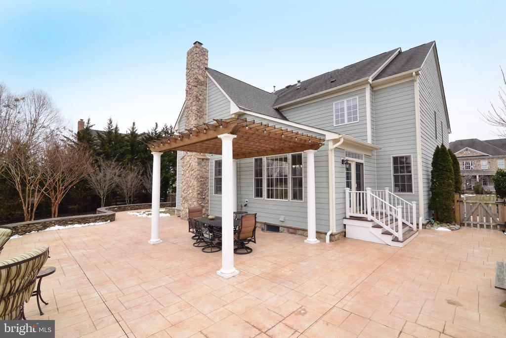 Outdoor Patio for Entertaining - 16333 LIMESTONE CT, LEESBURG