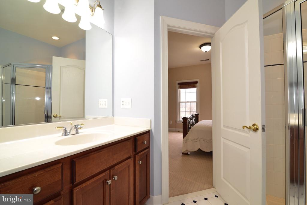 Guest Bathroom - 16333 LIMESTONE CT, LEESBURG