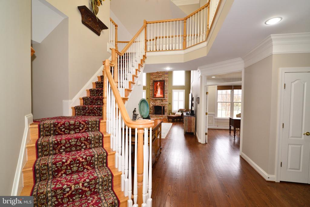 Beautiful Double Entry Staircase - 16333 LIMESTONE CT, LEESBURG