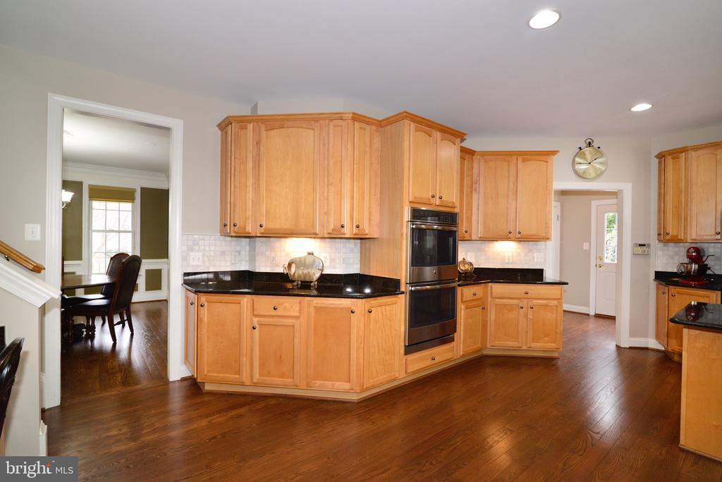 Access to dining and mud room - 16333 LIMESTONE CT, LEESBURG
