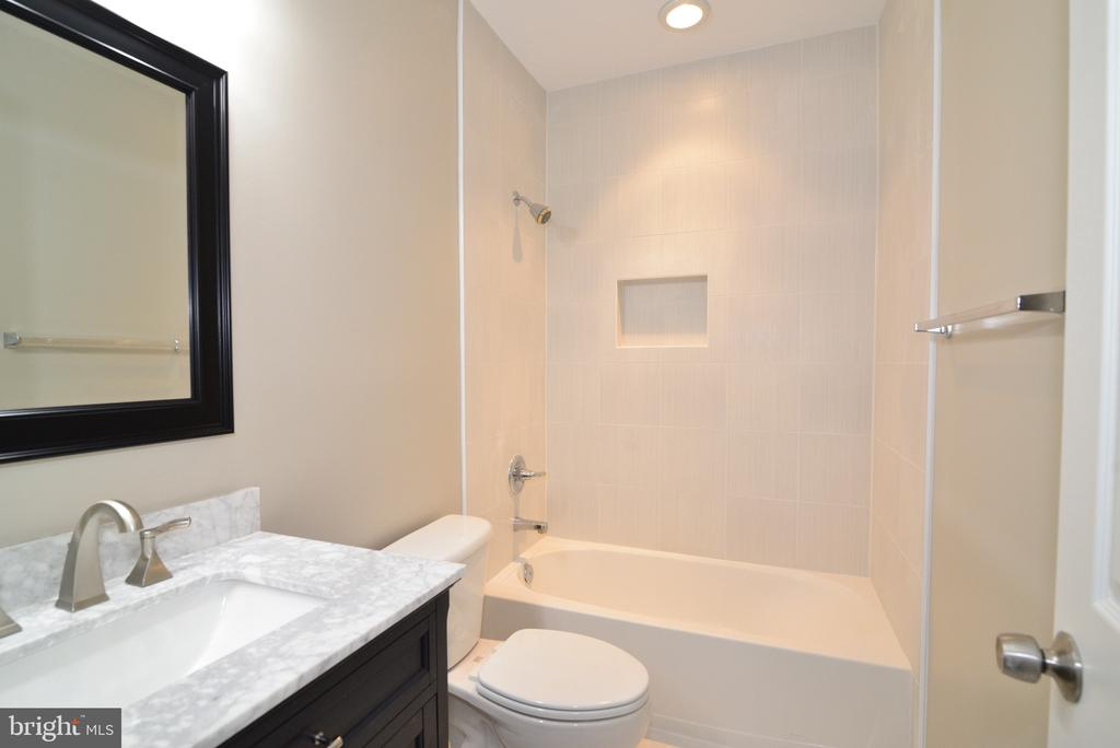 Lower Level Full Bath - 16333 LIMESTONE CT, LEESBURG