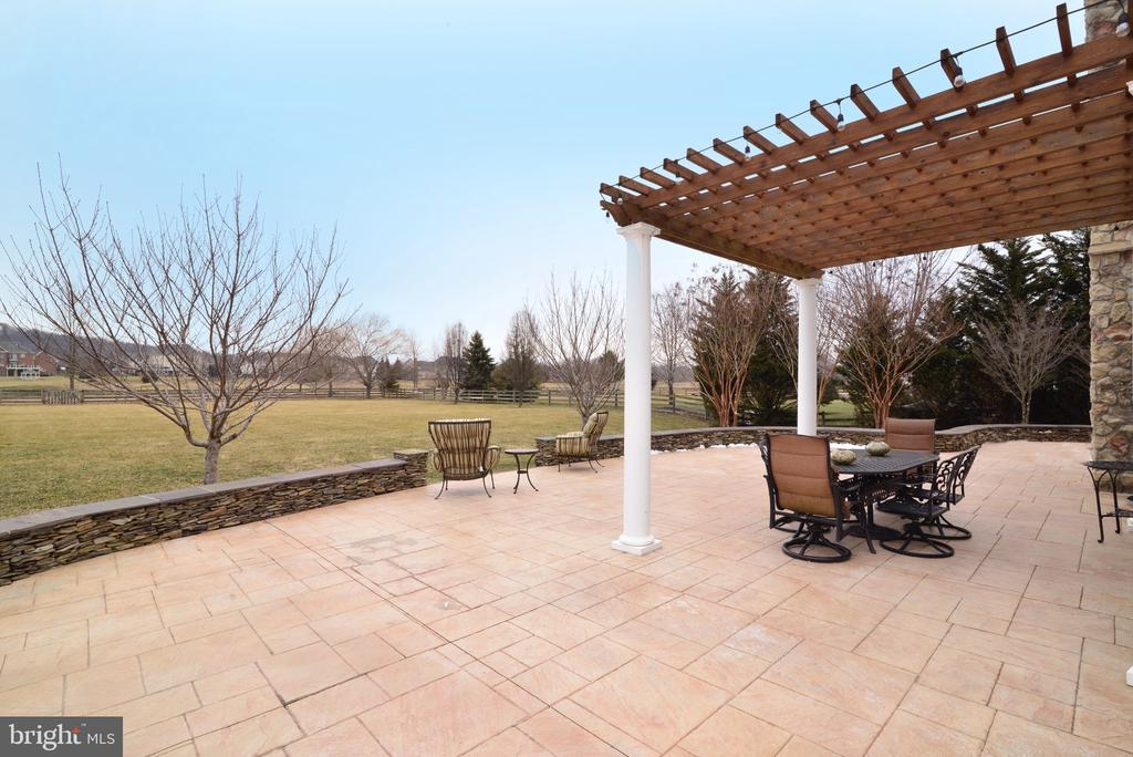 Entertain in your backyard! - 16333 LIMESTONE CT, LEESBURG