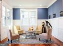 Living room with craftsman trim and hardwoods - 1812 N BARTON ST, ARLINGTON