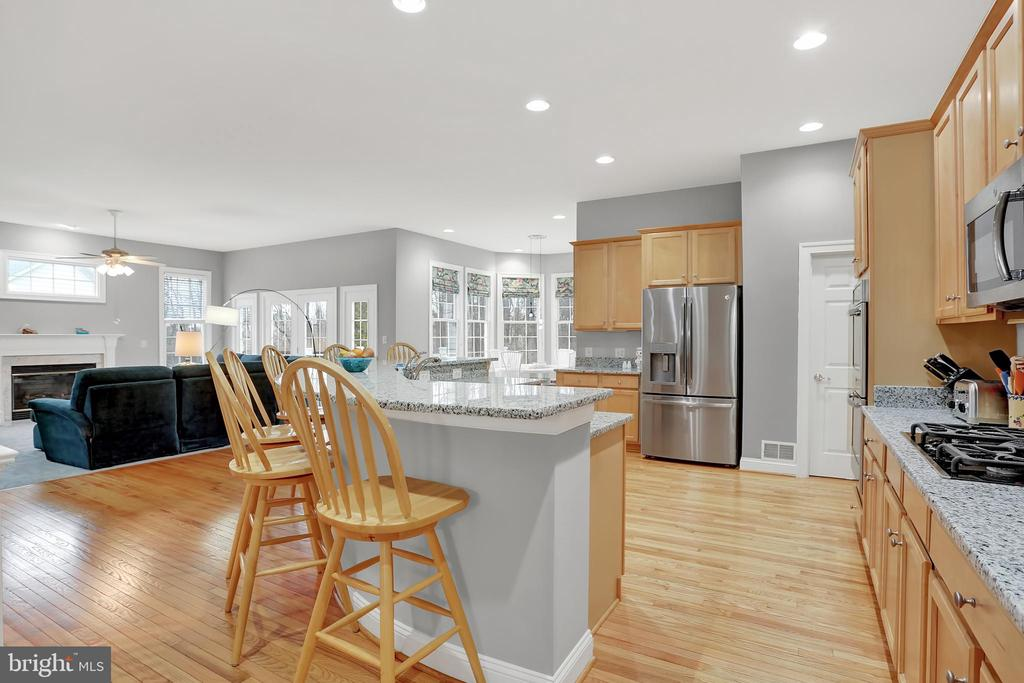 New appliances and walk in pantry - 13890 LEWIS MILL WAY, CHANTILLY