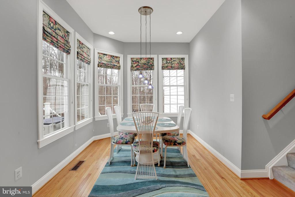 Sunny breakfast nook - 13890 LEWIS MILL WAY, CHANTILLY