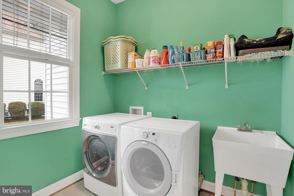 Main level mud & laundry room - 13890 LEWIS MILL WAY, CHANTILLY