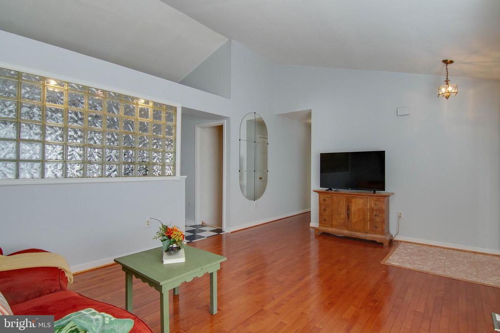 Gorgeous wood floors - 5 FAIRFIELD CT, STAFFORD