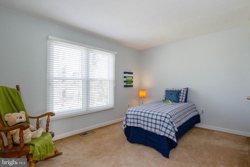 Spacious bedroom - 5 FAIRFIELD CT, STAFFORD