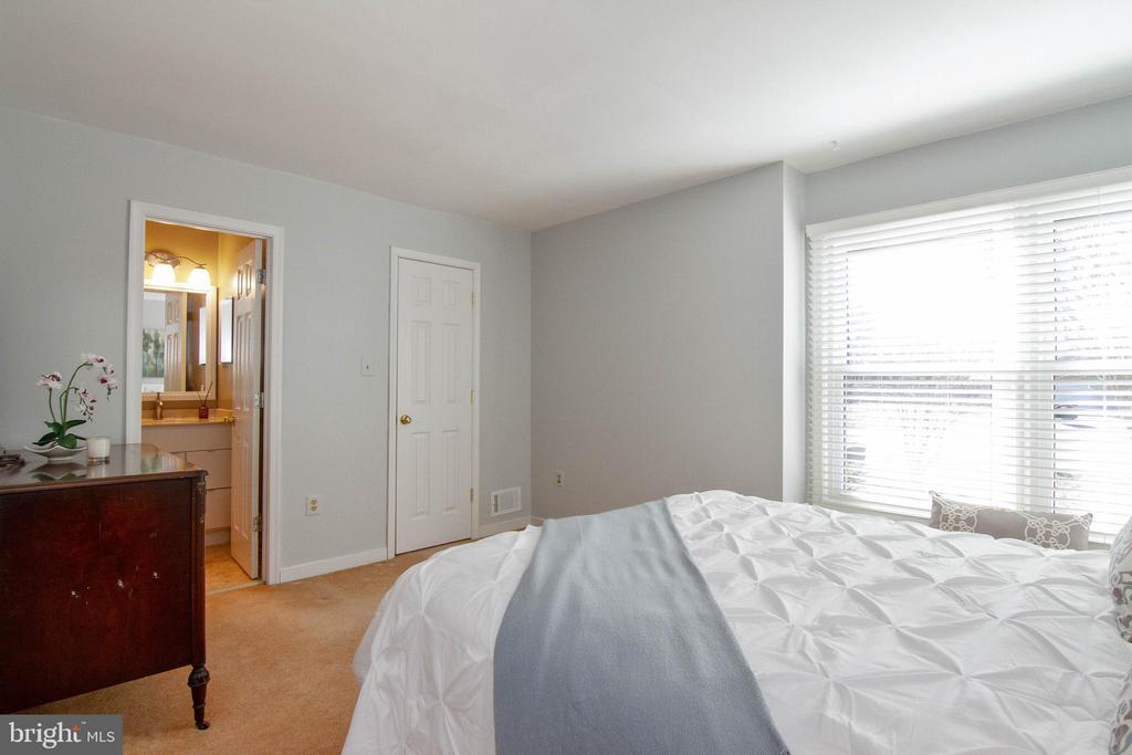 Walk-in closet - 5 FAIRFIELD CT, STAFFORD