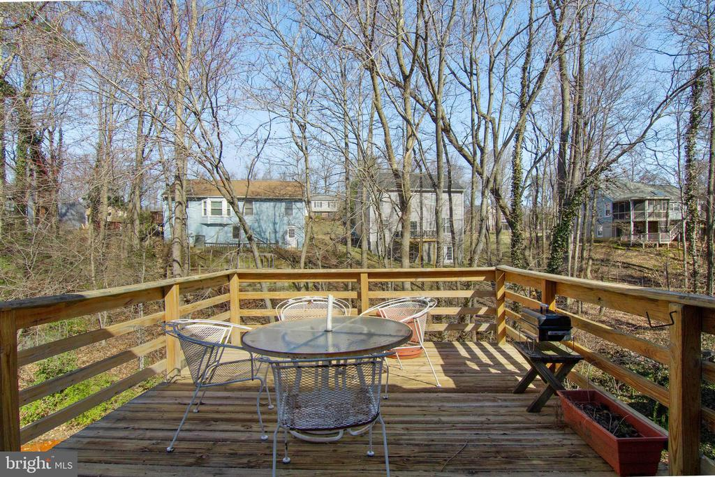 Entertain easily on this deck off kitchen - 5 FAIRFIELD CT, STAFFORD