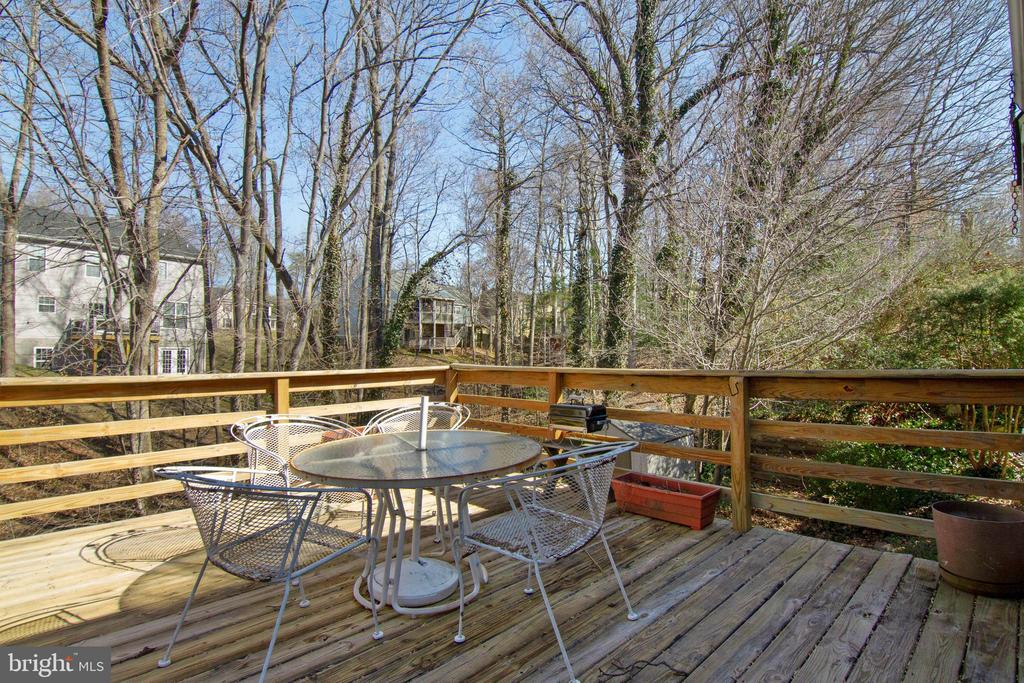 Trees in back provide added privacy - 5 FAIRFIELD CT, STAFFORD