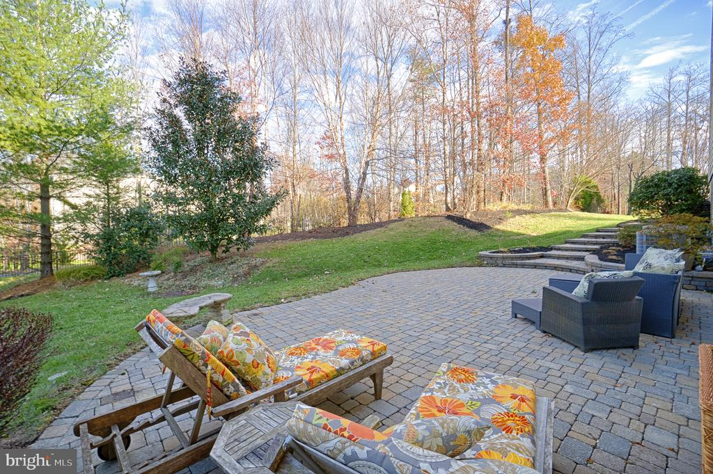 Relaxing architectural stone patio - 9004 ADAMS CHASE CIR, LORTON